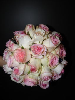Wedding Pink trimmed rose bouquet